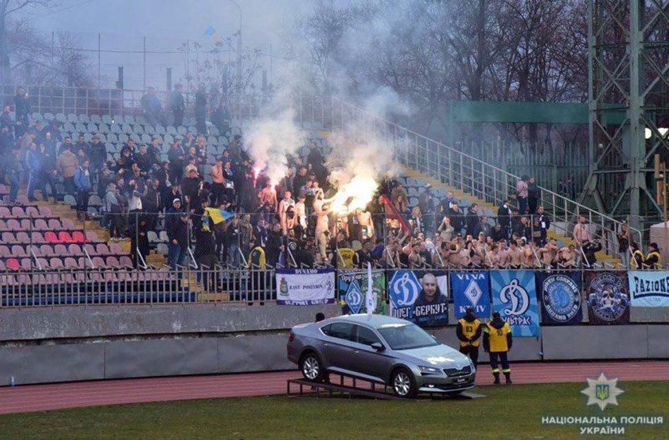 Фанаты 'Динамо' травмировали 9 полицейских в Мариуполе - фото 117061