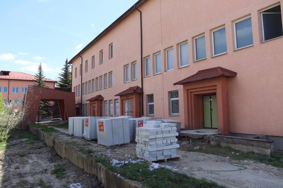 Порошенко во Львове открыл неработающий перинатальный центр - фото 120763