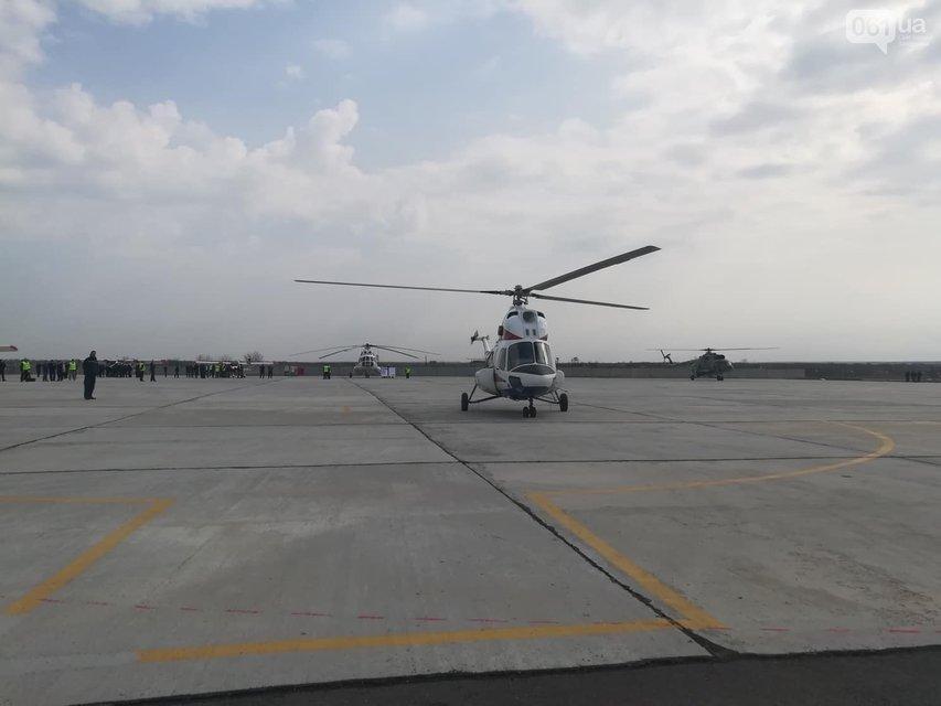 В Запорожье подняли в воздух новый украинский вертолет - фото 119843