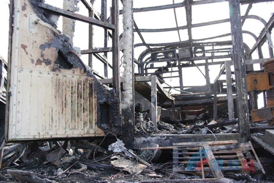В Луганске взорвалась техника, предназначенная для 9 мая - фото 120091