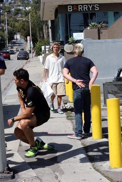Джастин Бибер помог случайному прохожему - фото 118602