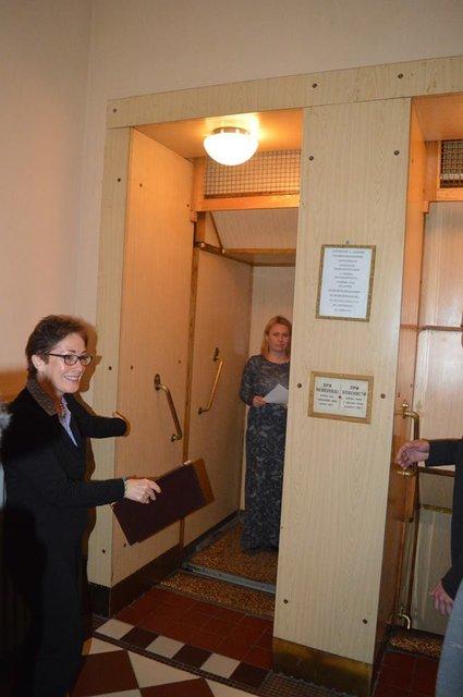 'Я боюсь': Москаль покатал посла США на уникальном лифте - фото 121530