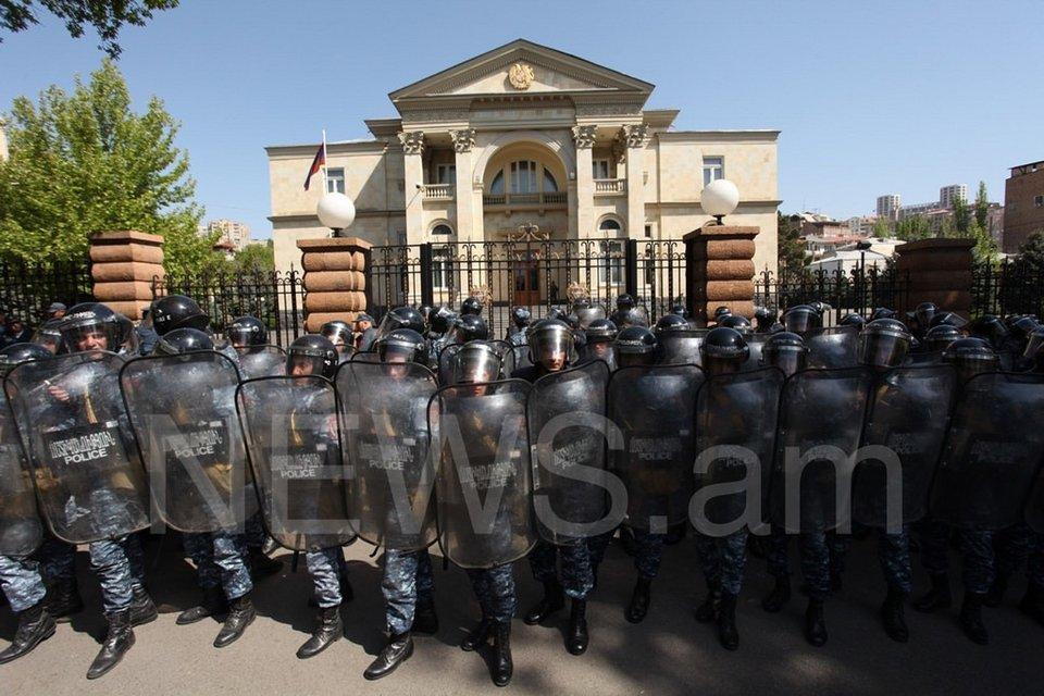 Мышиные пляски: Почему протесты в Ереване бессмысленно сравнивать с Майданом - фото 120400