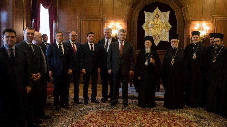 Апостол Петро Другий: Навіщо Порошенко взявся за релігійні реформи - фото 120240
