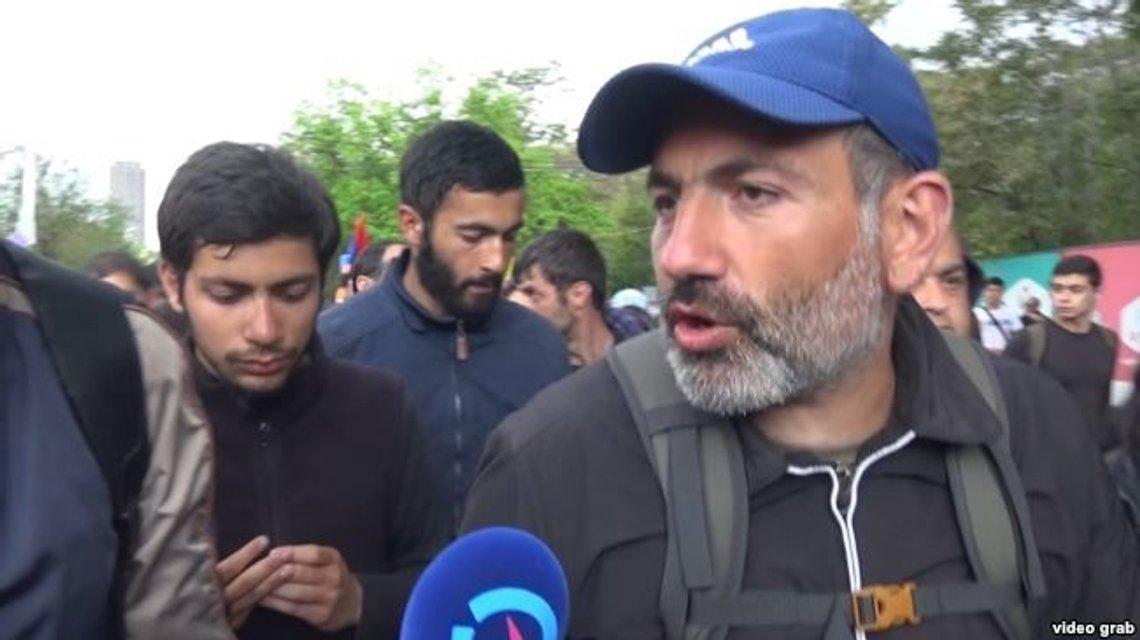 В Армении военные поддержали протест, а власти отпустили лидера оппозиции - фото 121275