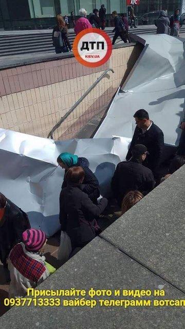 В Киеве с нового торгового центра упала крыша, есть пострадавшие (ФОТО) - фото 120540