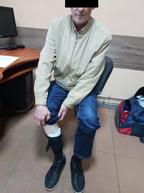 56-летний украинец пытался провезти через границу 25 тыс. евро в носках - фото 122455