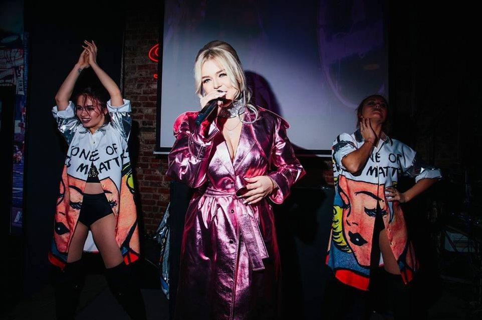 Появились провокационные фото Алины Гросу с премьеры ее альбома Бас - фото 120287