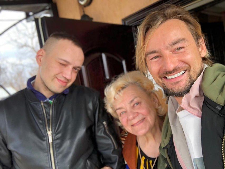 Алан Бадоев с мамой и племянником - фото 117207