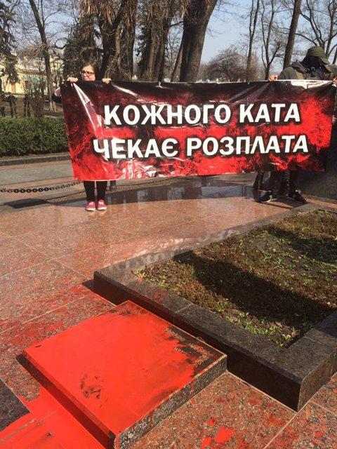 Под Радой подрались депутаты 'Оппоблока' и националисты - фото 119319