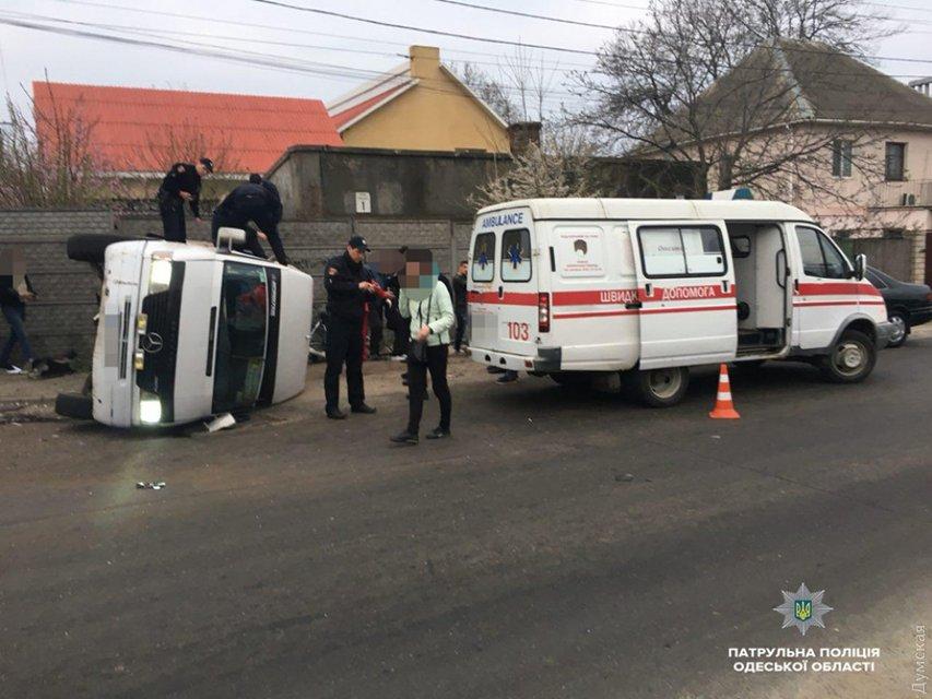 В Одессе в жуткое ДТП попал автобус с пассажирами, много пострадавших - фото 119745