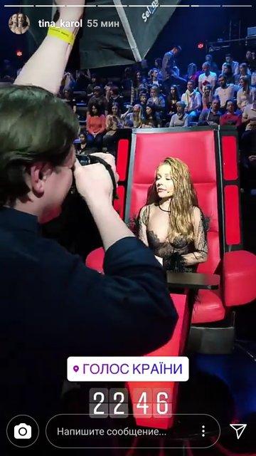 Тина Кароль без белья в откровенном платье вышла на сцену Голоса країни - фото 119709