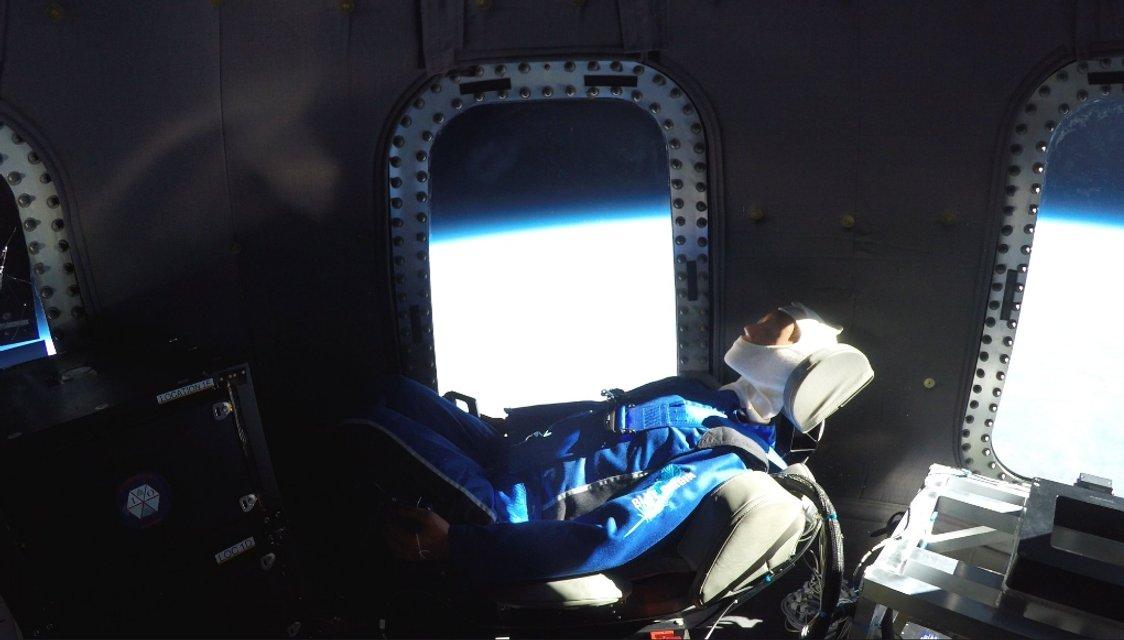 Американская Blue Origin провела успешное испытание суборбитального корабля - фото 122532
