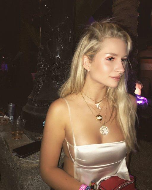 Coachella-2018: Сестра Кейт Мосс засветила грудь в провокационном наряде - фото 120256
