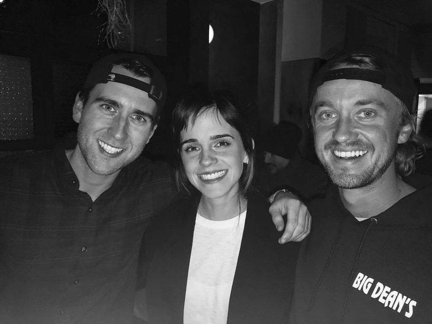 Гарри Поттер: Эмма Уотсон воссоединилась с друзьями ради нового фото - фото 120036