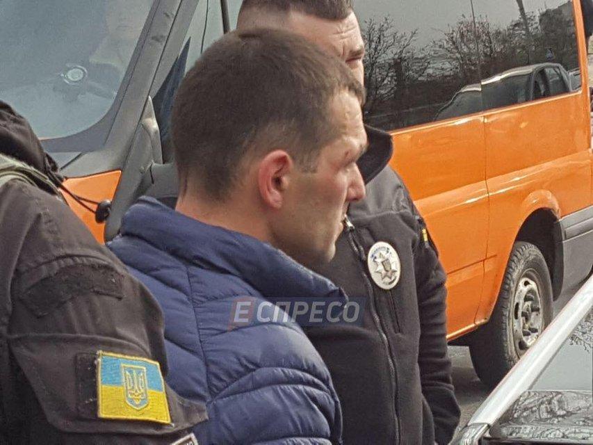 Пьяный киевский автомойщик угнал Mercedes и разнес три машины - фото 119771