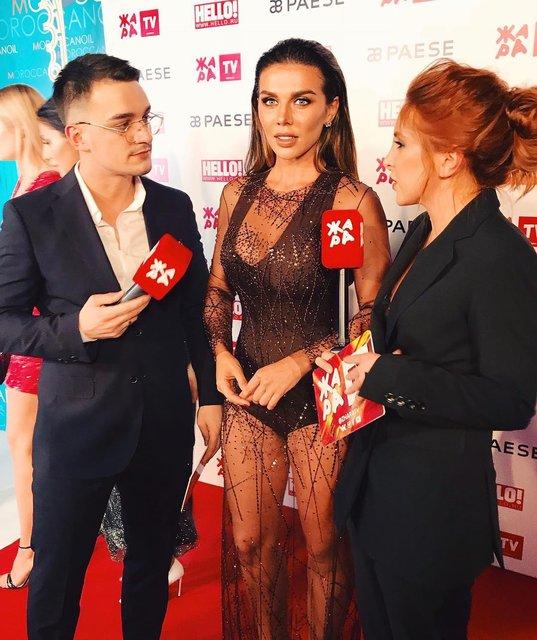Анна Седокова появилась на российской премии в боди и прозрачном платье - фото 120094