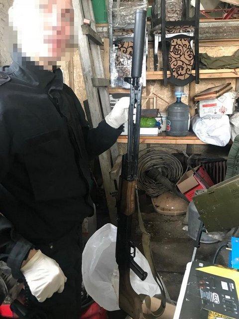 В Киевской области обнаружен арсенал оружия из зоны АТО - фото 118003