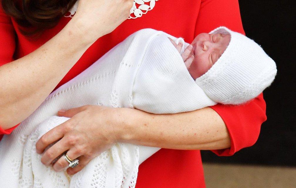 Кейт Миддлтон и Принц Уильям показали новорожденного сына - фото 121408