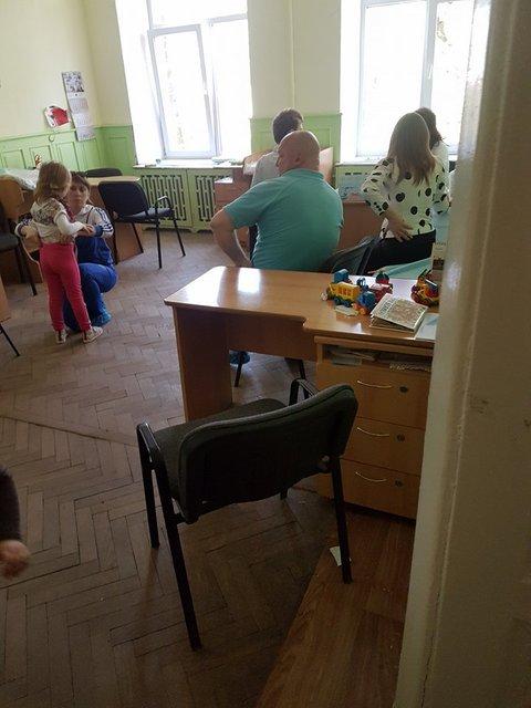 Во Львове пьяный педиатр принимала детей - фото 119829