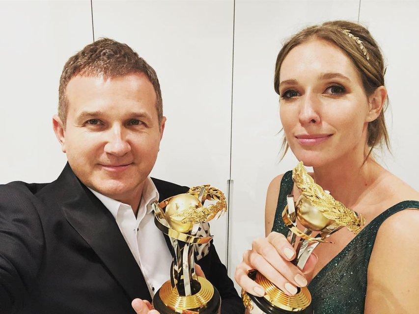 Одна семья - две победы: Осадчая и Горбунов похвастались наградами на 'Телетриумфе' - фото 122045