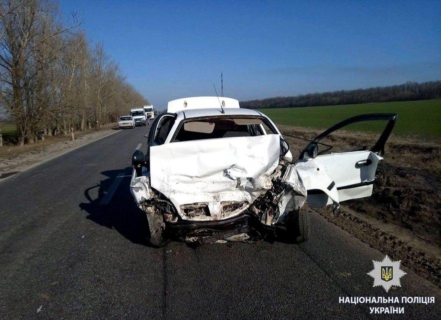 Жуткое ДТП: Под Харьковом столкнулись два авто, погибла семья с детьми - фото 118420