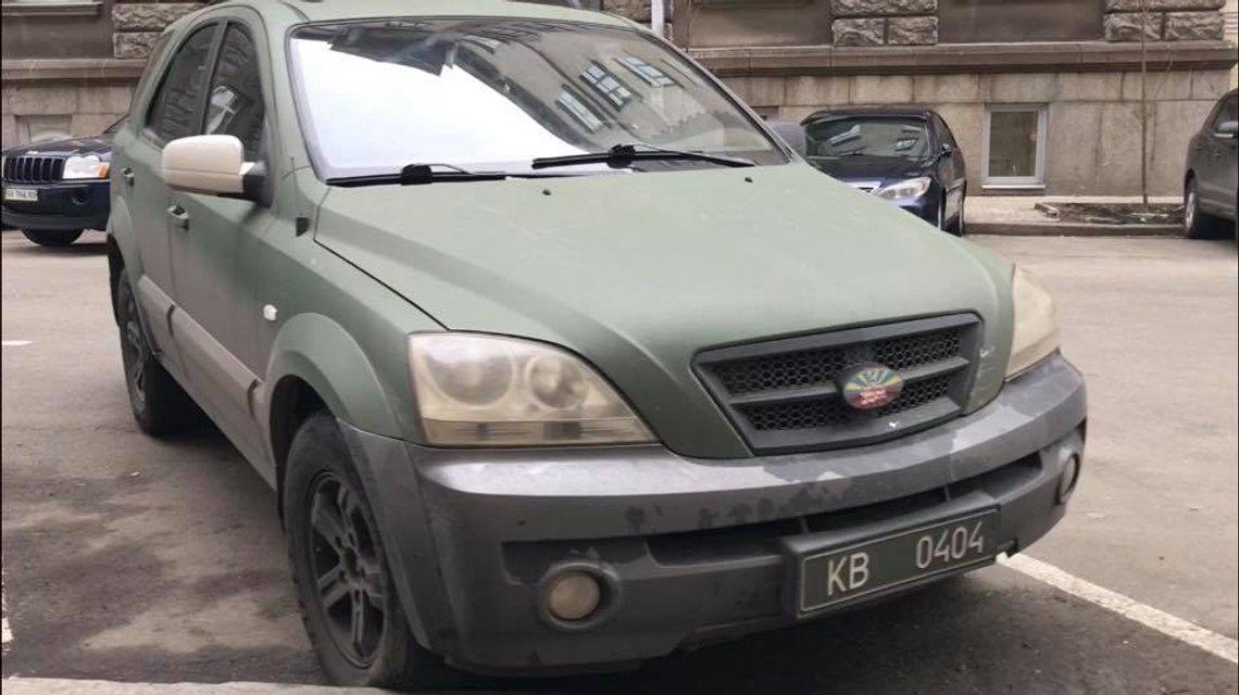 'Козак' Гаврилюк два года незаконно ездит на автомобиле из АТО - фото 120718