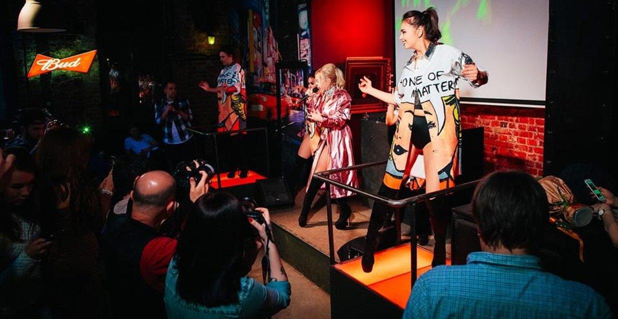 Появились провокационные фото Алины Гросу с премьеры ее альбома Бас - фото 120284