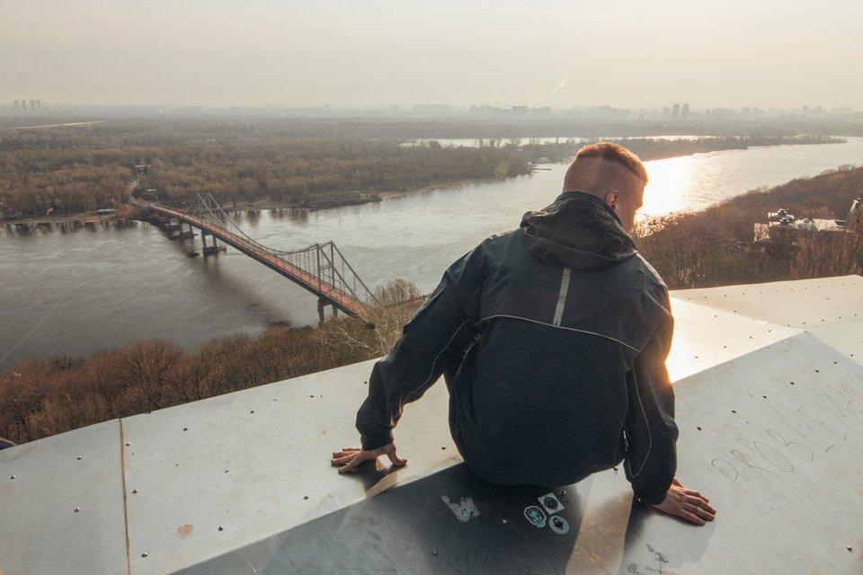 Киевские руферы встречали рассвет на Арке Дружбы народов - фото 119677