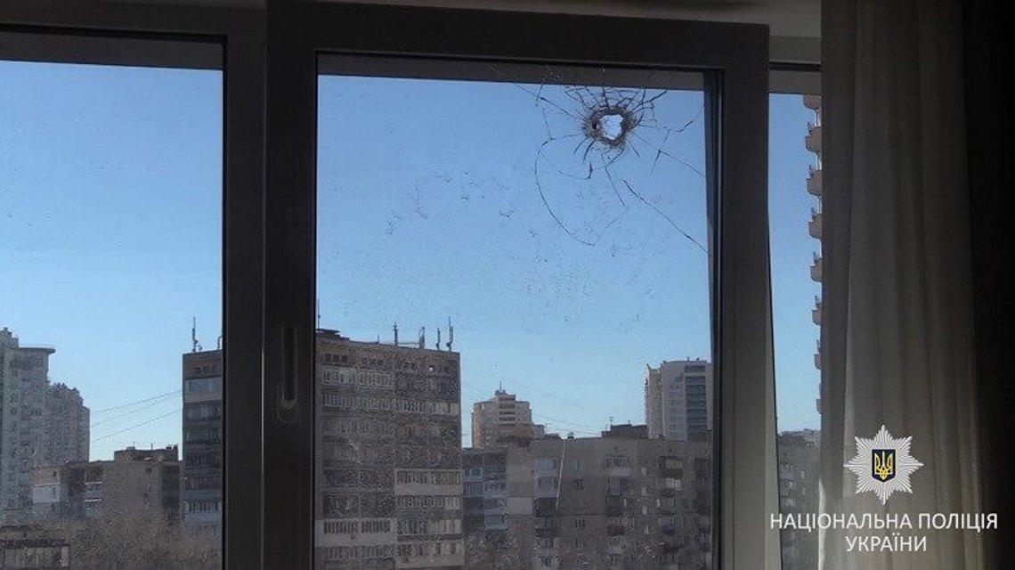 Мужчина открыл стрельбу по окнам киевлян - фото 118417