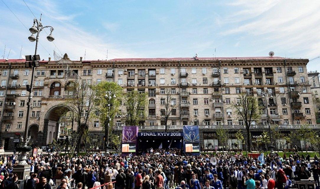 В Киеве передали кубки Лиги чемпионов УЕФА (фото, видео) - фото 120954