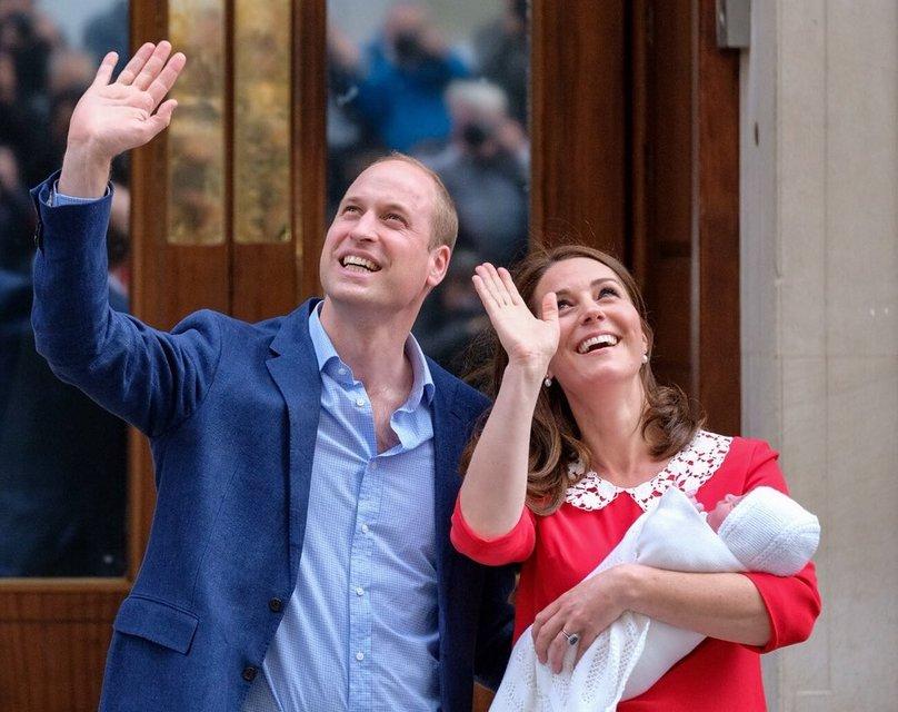 Кейт Миддлтон и Принц Уильям показали новорожденного сына - фото 121409