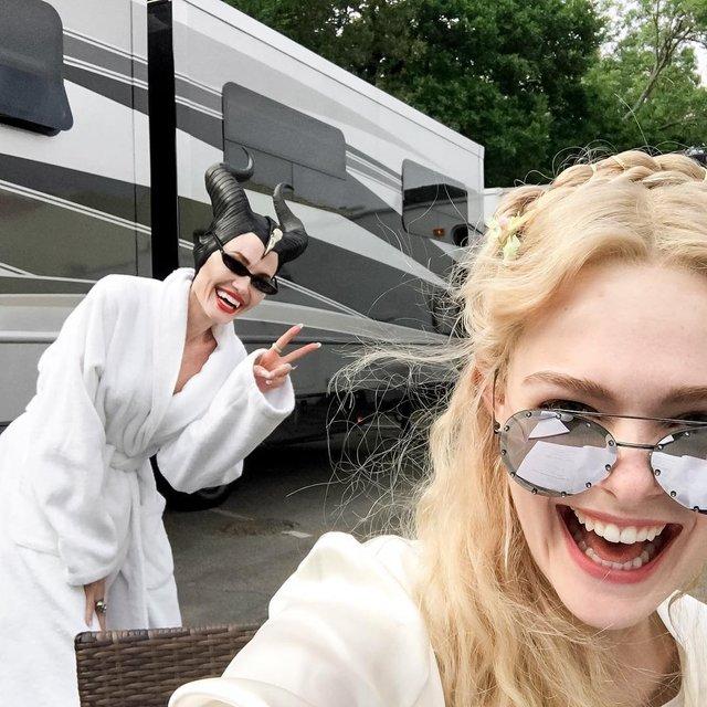 Малефисента 2: Анджелина Джоли повеселилась на съемочной площадке - фото 127914