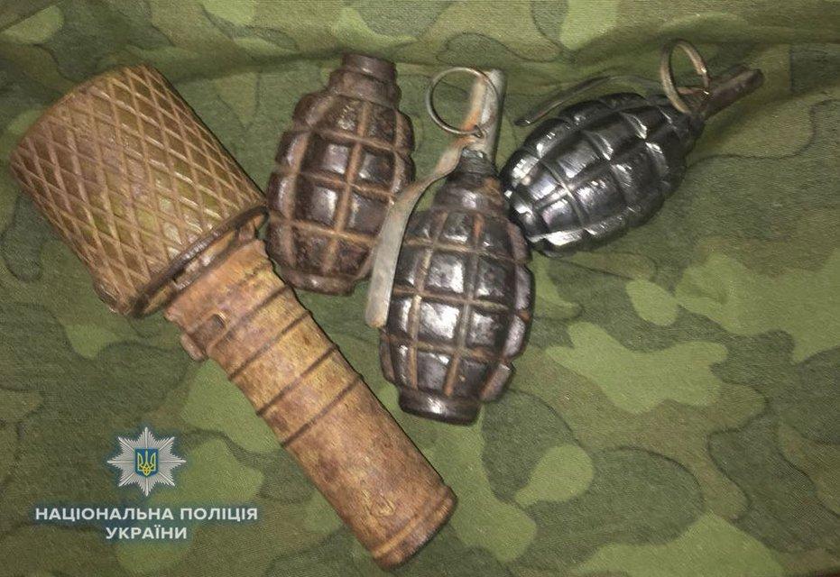 У жителя Ровно в квартире обнаружили 'склад' оружия и боеприпасов - фото 124582