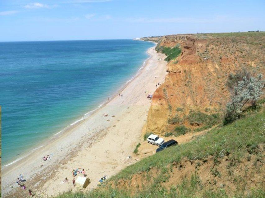 Оккупанты уничтожают один из известных пляжей Крыма - фото 123081