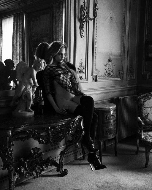 Голая Кара Делевинь засветила прелести на провокационных фото, 18+ - фото 127075