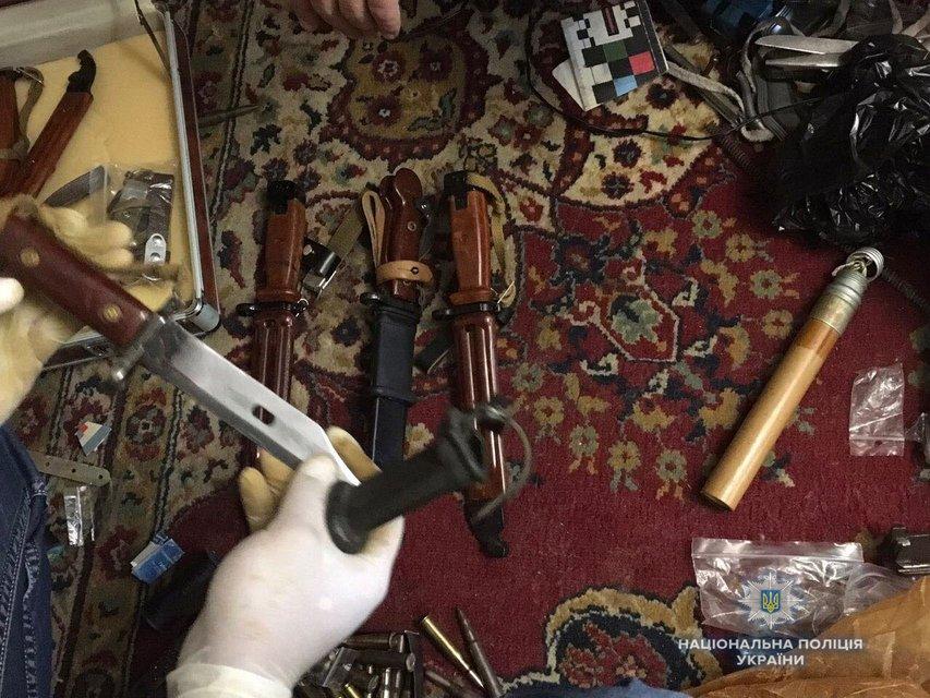 У жителя Ровно в квартире обнаружили 'склад' оружия и боеприпасов - фото 124584