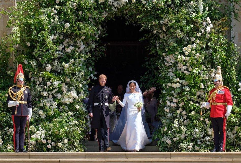 Сколько стоила свадьба Меган Маркл и принца Гарри: платья, торт, еда и место проведения - фото 126168