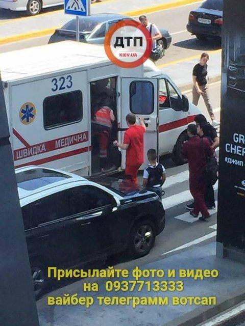Украинские пограничники не хотели пускать в страну рожающую русскую - фото 126961