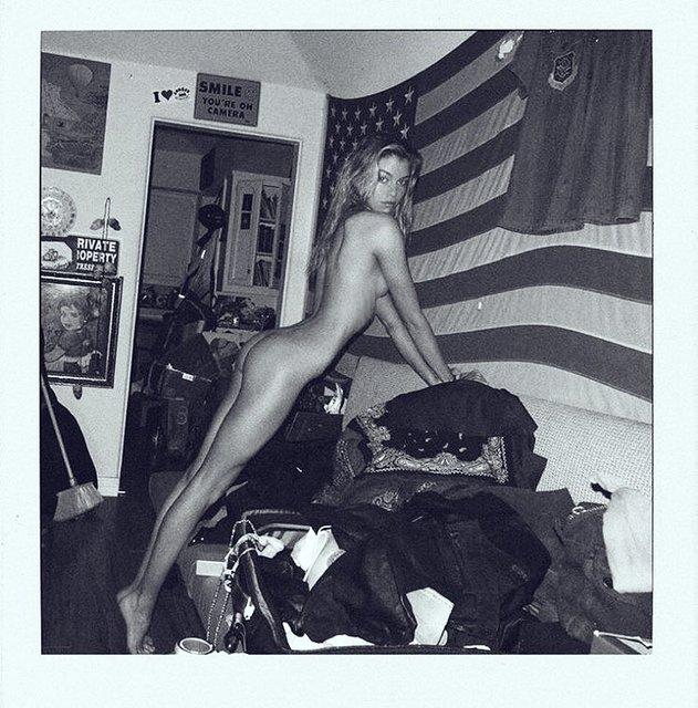 Стелла Максвелл интимным фото поздравила американцев с традиционным праздником - фото 127669