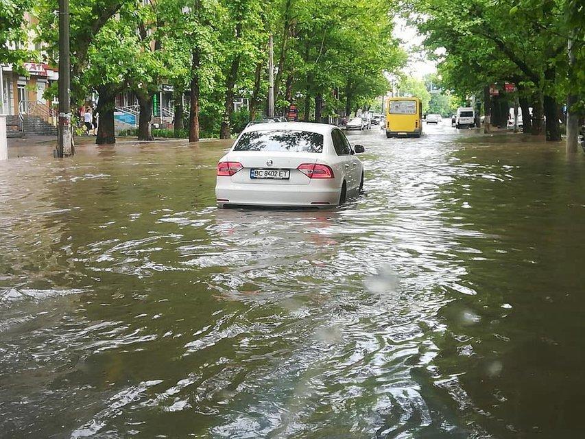 Херсон затопило после сильного дождя (фото) - фото 126239
