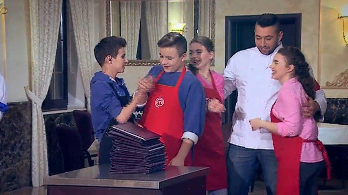 МастерШеф Подростки 15 выпуск: встреча высокопоставленных гостей юными кулинарами - фото 124054