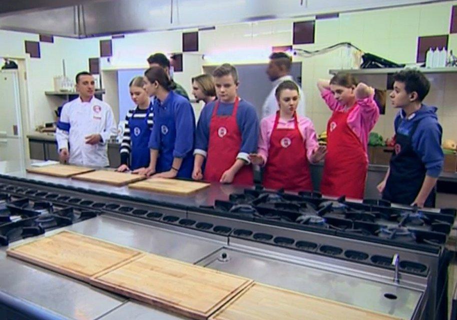 МастерШеф Подростки 15 выпуск: встреча высокопоставленных гостей юными кулинарами - фото 124046