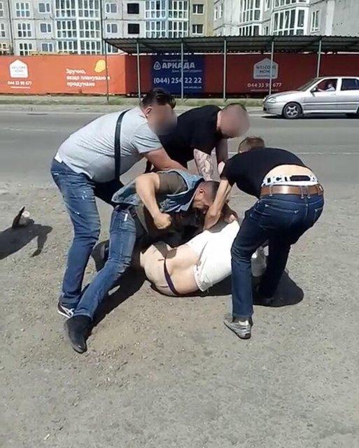 После стрельбы на автостоянке в Киеве задержаны 3 человека - фото 123089