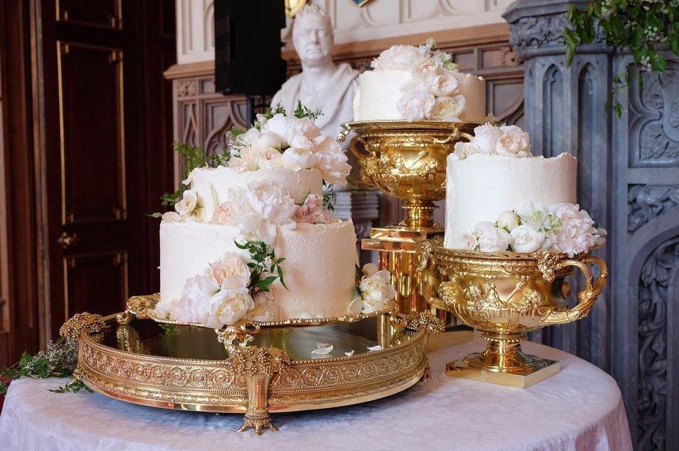 Сколько стоила свадьба Меган Маркл и принца Гарри: платья, торт, еда и место проведения - фото 126167