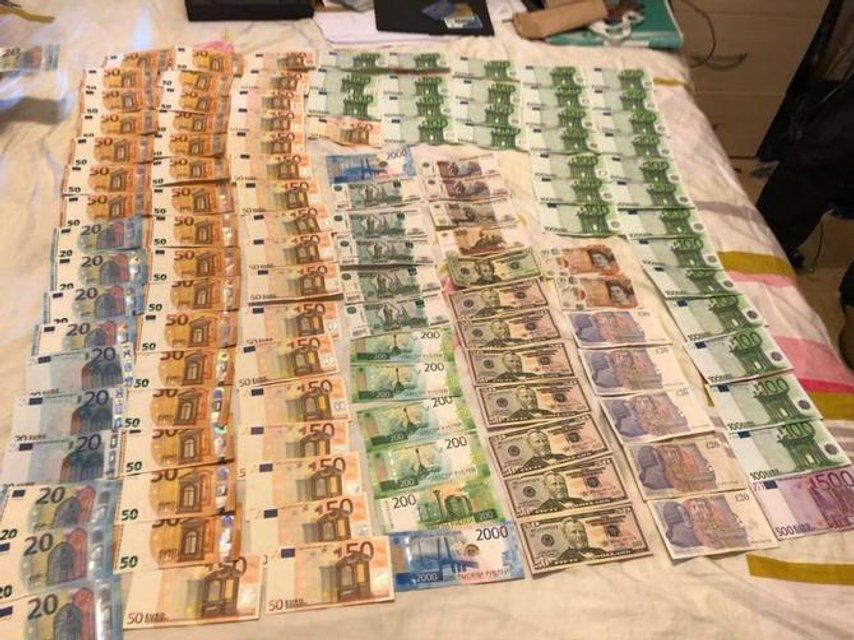 Георгиевские ленты, доллары и карты 'Сбербанка': что нашла СБУ в офисе Russia Today - фото 125090