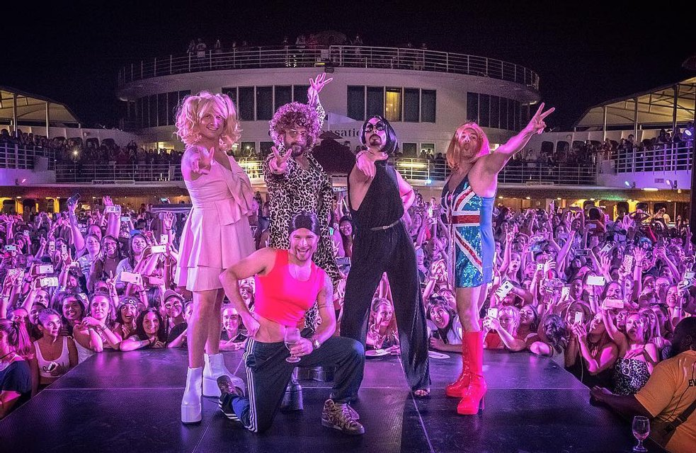 Группа Backstreet Boys спародировала Spice Girls - фото 124492