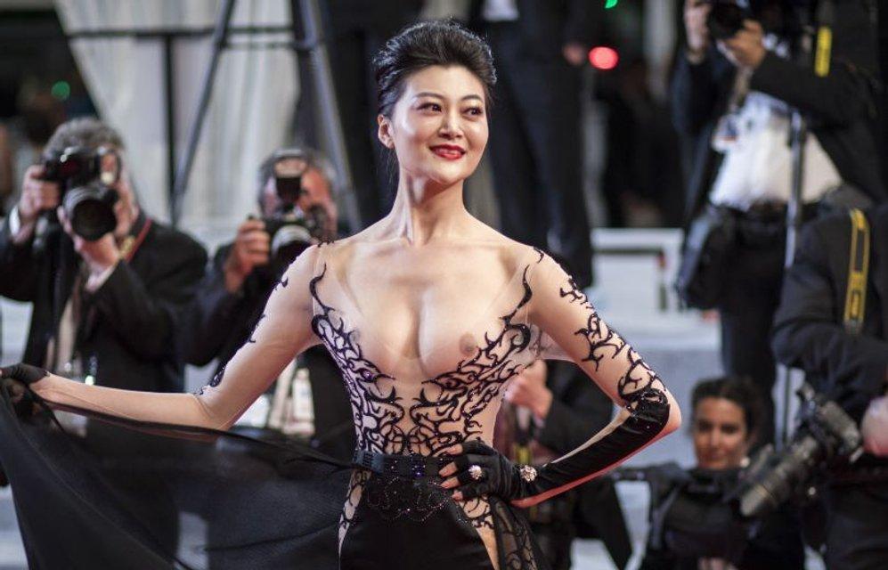 Самый откровенный наряд Каннского фестиваля: Актриса пришла с голой грудью - фото 124982