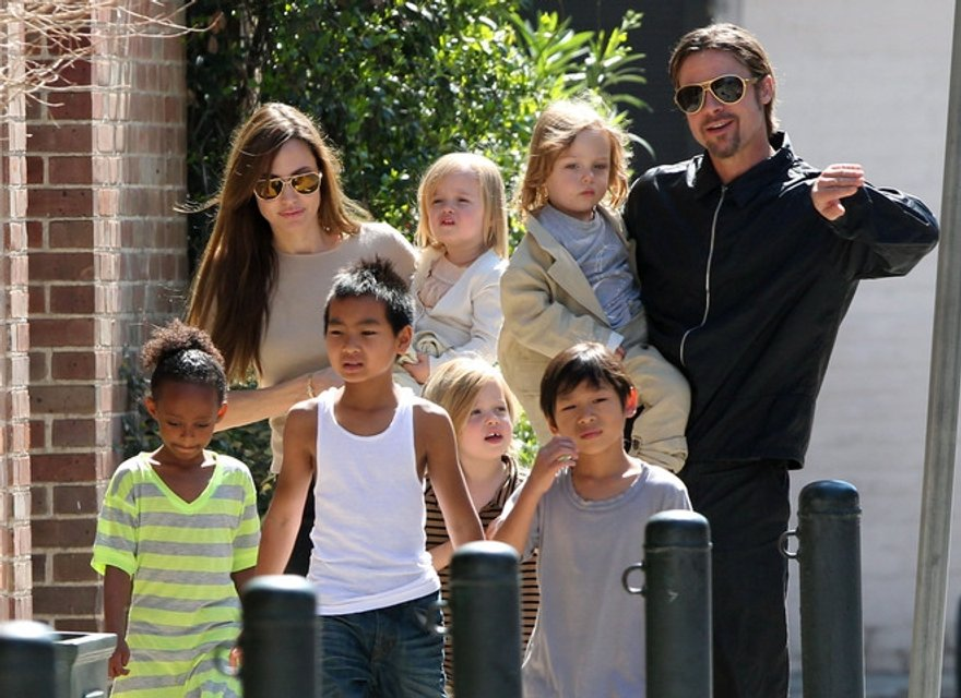 Брэд Питт и Анджелина Джоли снова не могут поделить детей - фото 127197