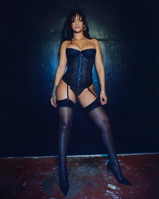 Рианна продолжает делиться откровенными фото, рекламируя собственный бренд белья - фото 123658